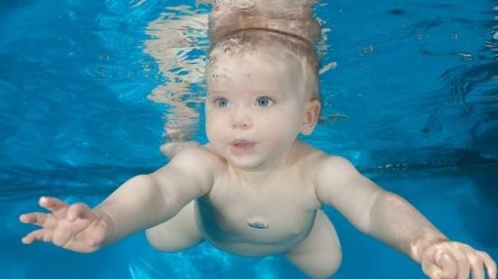 Babyschwimmen Sven Gruse Unterwasserfotografie-2